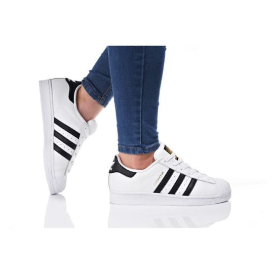 נעלי הליכה Adidas Originals לנשים Adidas Originals SUPERSTAR J - שחור/לבן