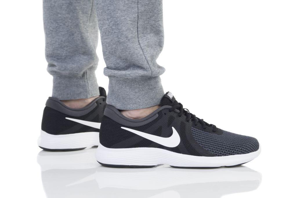 נעליים נייק לגברים Nike REVOLUTION 4 EU - שחור/לבן