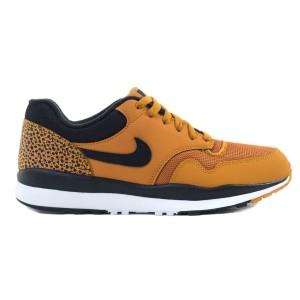 נעלי הליכה נייק לגברים Nike AIR SAFARI - כתום/שחור