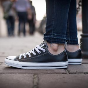 נעלי סניקרס קונברס לגברים Converse CHUCK TAYLOR ALL STAR LEATHER Low Top - שחור