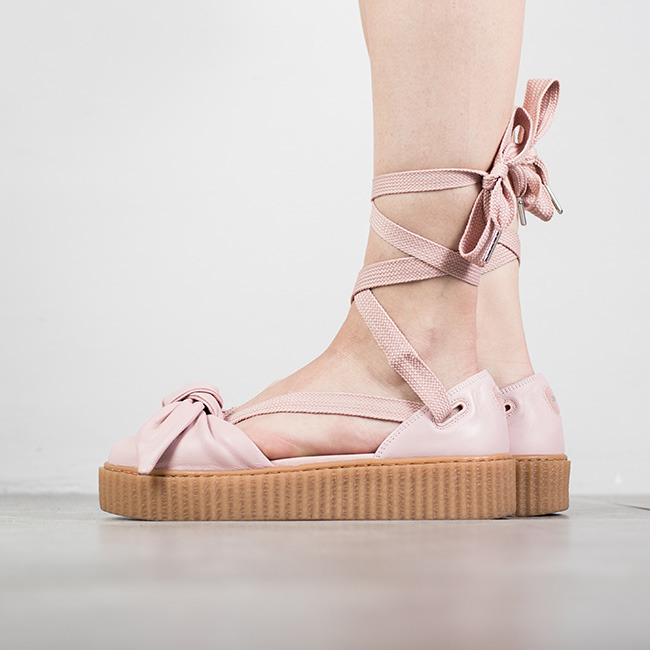 ecb935aef136 נעליים פומה לנשים PUMA X Fenty Rihanna Bow Creeper Sandal - ורוד