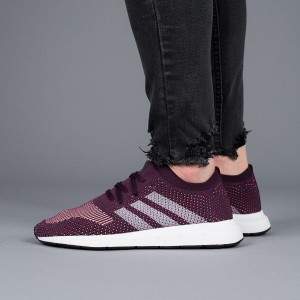 נעליים Adidas Originals לנשים Adidas Originals Swift Run - סגול