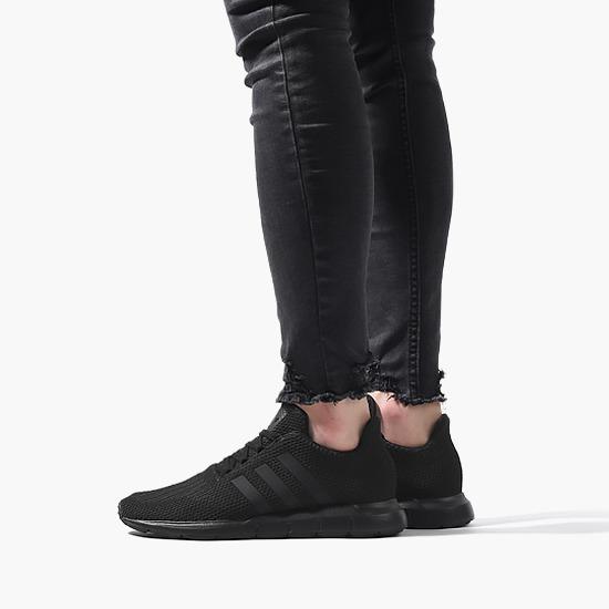 נעלי סניקרס אדידס לנשים Adidas Originals Swift Run - שחור מלא