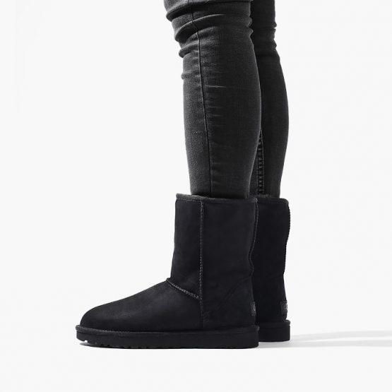 נעליים האג לנשים UGG Classic Short II - שחור