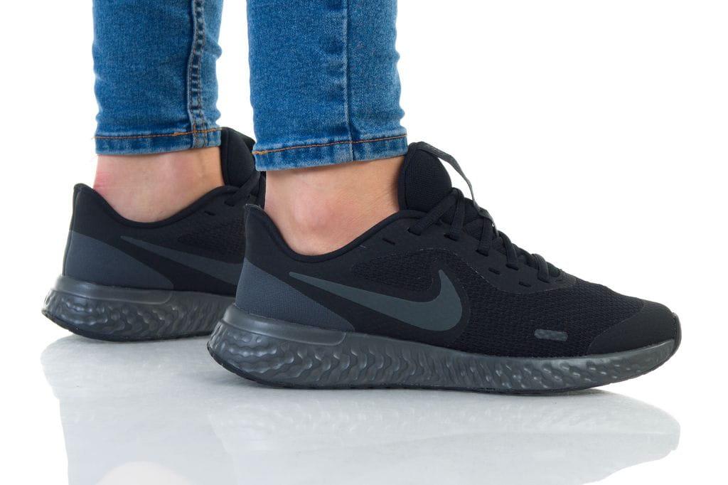 נעליים נייק לנשים Nike REVOLUTION 5 - שחור