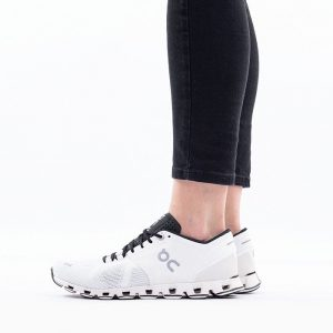 נעלי ריצה און לנשים On Running Cloud X - לבן