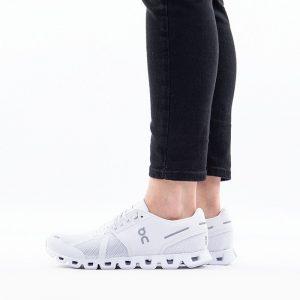 נעליים און לנשים On Running Cloud - לבן