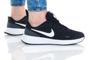 נעליים נייק לנשים Nike REVOLUTION 5 - שחור/לבן