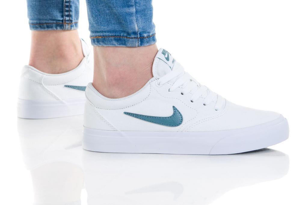 נעלי סניקרס נייק לנשים Nike SB CHARGE - לבן/שחור