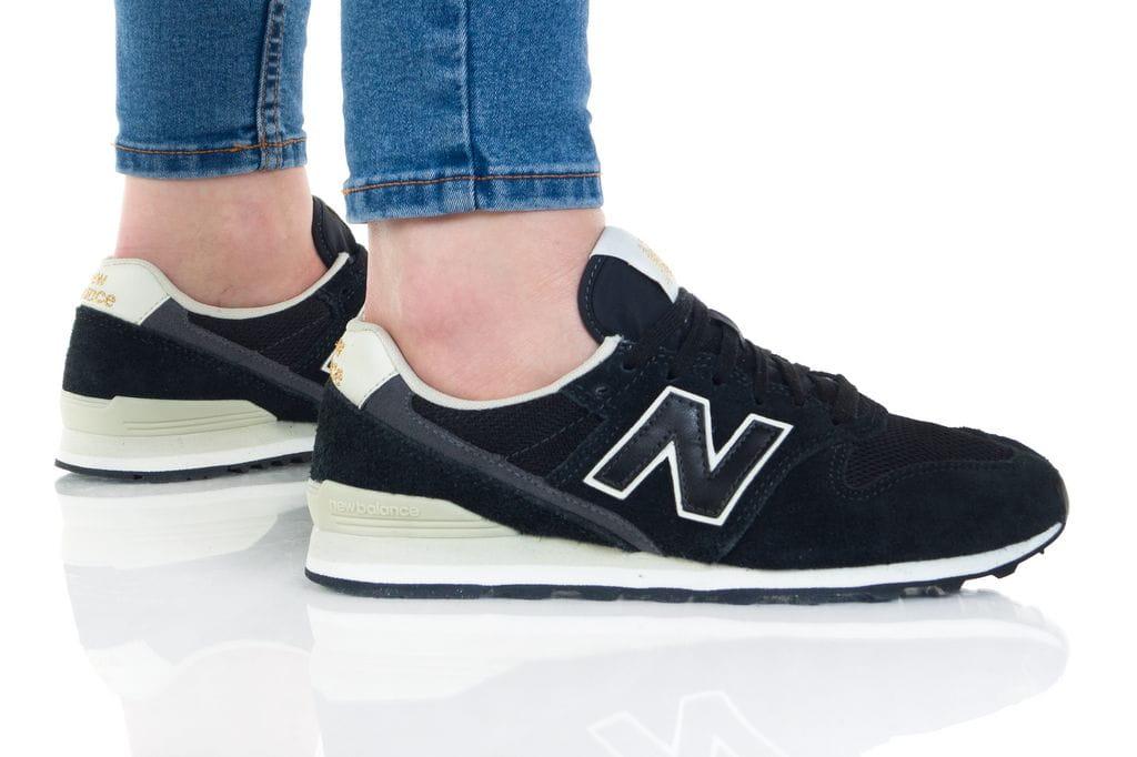נעלי סניקרס ניו באלאנס לנשים New Balance WL996 - לבן/שחור