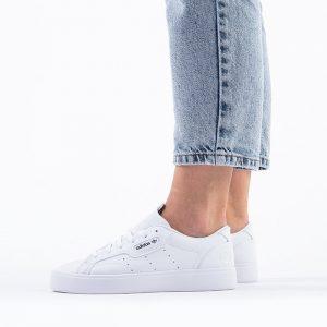נעליים Adidas Originals לנשים Adidas Originals Sleek Vegan - לבן