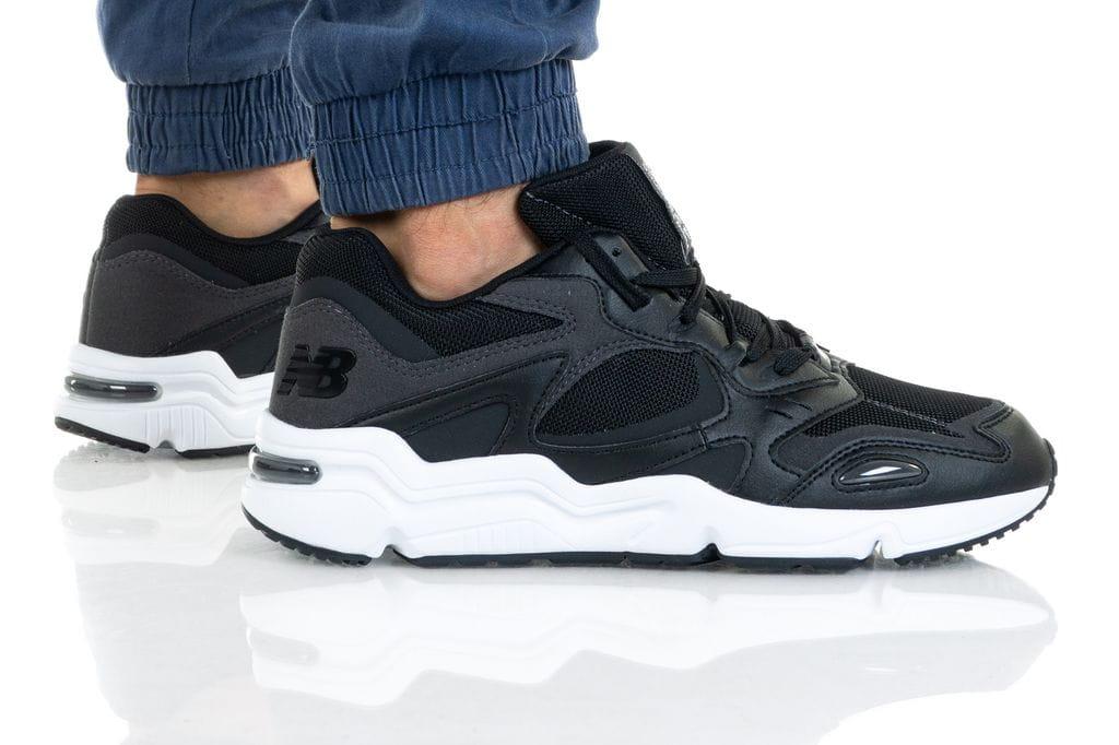 נעליים ניו באלאנס לגברים New Balance ML426 - שחור/לבן