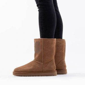 נעליים האג לנשים UGG Classic Short Rubber Logo - חום