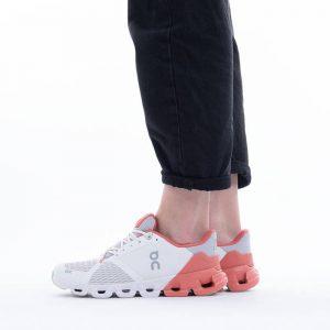 נעלי ריצה און לנשים On Cloudflyer - לבן