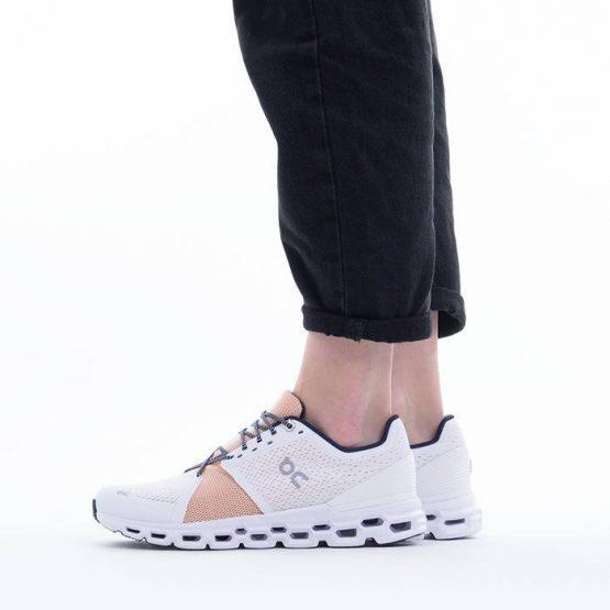 נעלי ריצה און לנשים On Cloudstratus - לבן