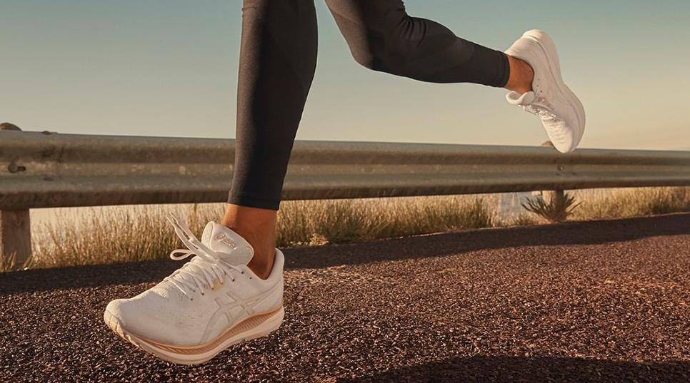 נעלי ספורט לנשים במבצע