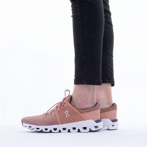 נעלי ריצה און לנשים On Running Cloudswift - ורוד