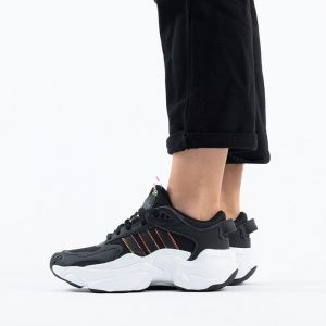 נעלי סניקרס אדידס לנשים Adidas Originals Magmur Runner - שחור/לבן