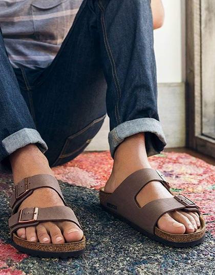 נעלי בירקנשטוק לגברים במבצע