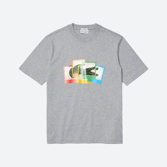 חולצת T לקוסט לגברים LACOSTE x Polaroid - אפור בהיר