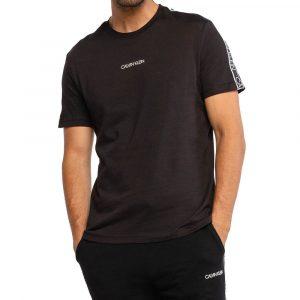 חולצת T קלווין קליין לגברים Calvin Klein Essential Logo Tape - שחור